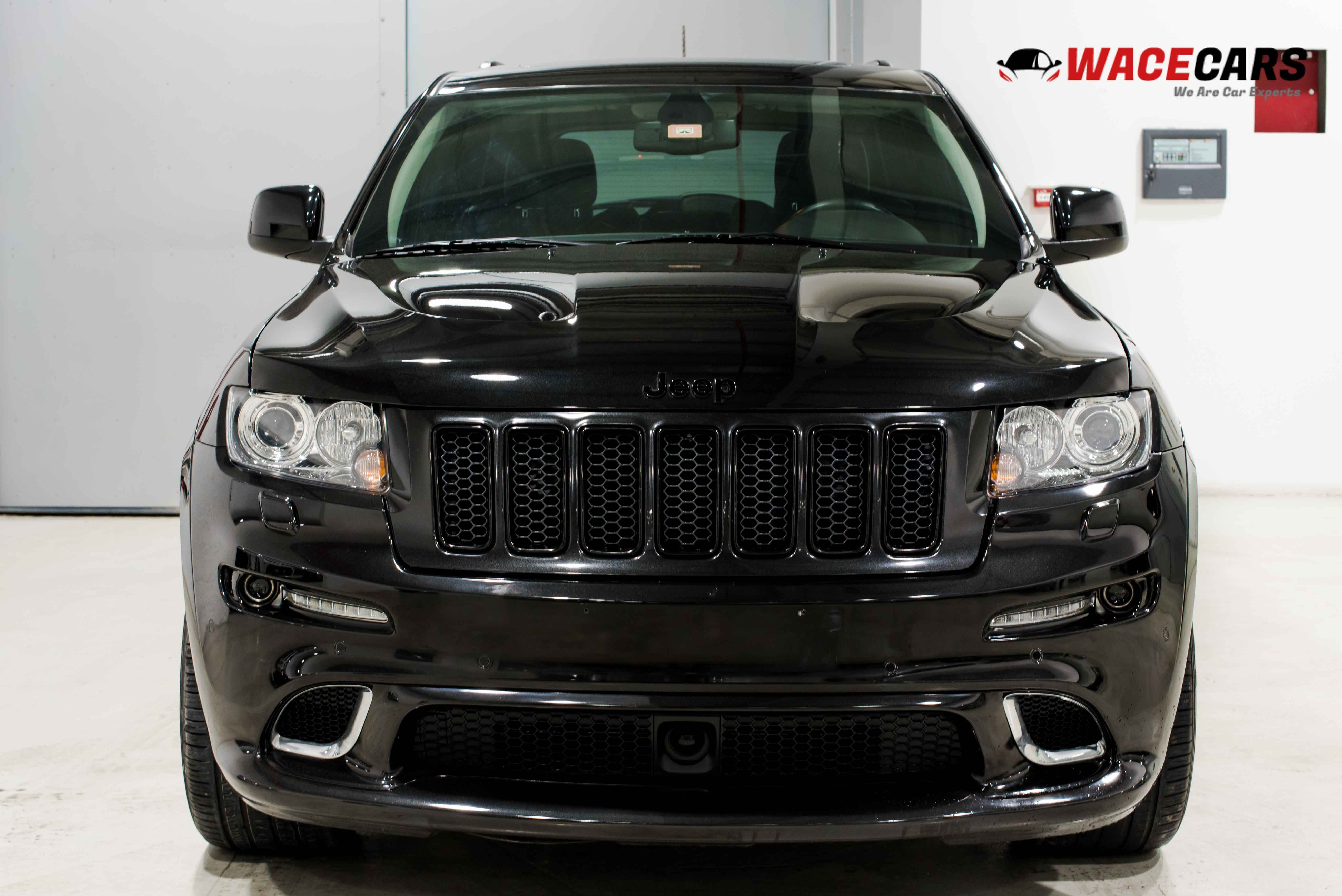used jeep grand cherokee 6 4l srt8 2013 for sale in dubai. Black Bedroom Furniture Sets. Home Design Ideas