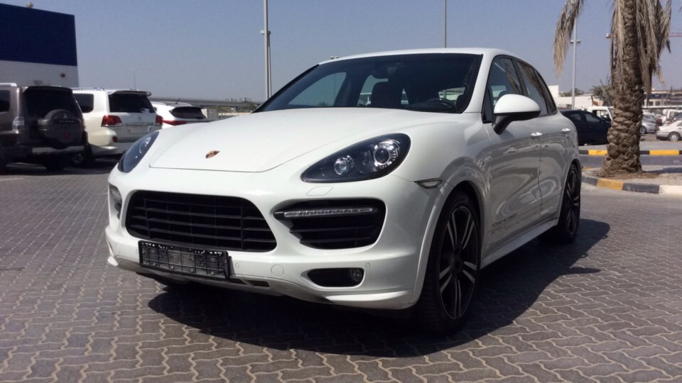 used porsche cayenne gts 2014 for sale in dubai. Black Bedroom Furniture Sets. Home Design Ideas