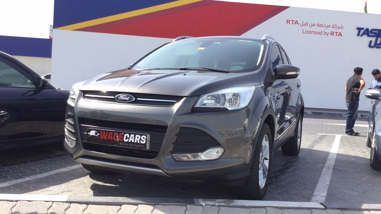 Used Ford Escape 2015 for sale in Dubai