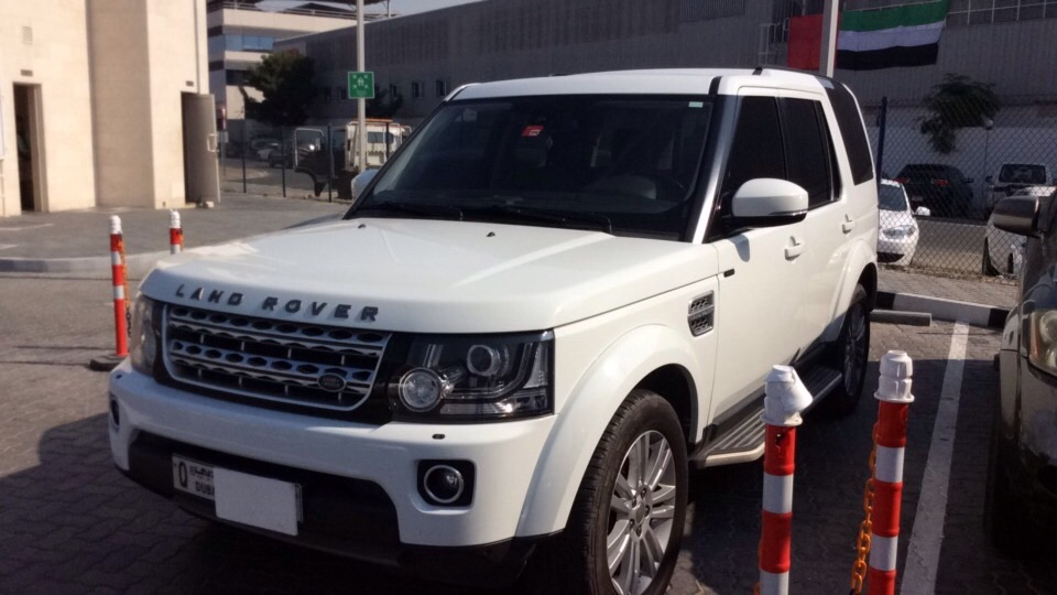 Used Land Rover LR4 2015 for sale in Dubai